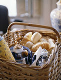 Breakfast picnic basket Royalty Free Stock Photos