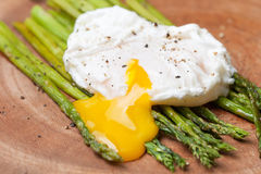 Breakfast: poached egg, baked asparagus Stock Photos