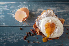 Breakfast - sandwich with fried egg and bacon Royalty Free Stock Photography