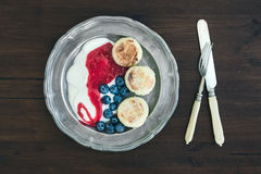Breakfast set: curd pancakes with yogurt, fresh blueberry and ra Stock Photo