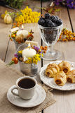 Breakfast table: cup of coffee and buns with chocolate Royalty Free Stock Images