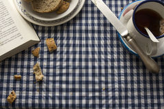 Breakfast tea, blue checkered tablecloth Royalty Free Stock Photos