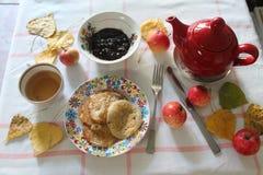 Breakfast& x28;autumn& x29; 库存图片
