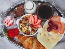 BreakfastCup de santé d'expresso de café avec le croissant et le fromage Image stock