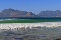 Breaking wave against a mountain backdrop. In Cape Town Royalty Free Stock Images