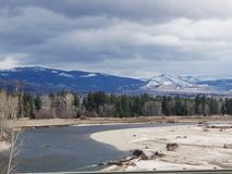 Breathe Montana Rocky-Berge nehmend lizenzfreies stockfoto