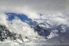 Breathtaking widok z lotu ptaka Mont Blanc halny szczyt zakrywał dowcip zdjęcie royalty free