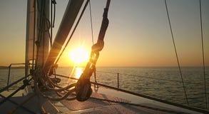 Breathtaking wschód słońca na horyzoncie, początek nowy dzień, nadzieje dla przyszłości, wyzwanie zdjęcia stock