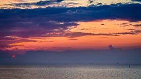 Breathtaking zmierzch nad spokojnym morzem w lecie Fotografia Royalty Free