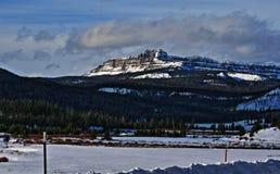 Brecciëpiek en Klippen op Togwotee-Pas tussen Dubois en Jackson in Wyoming de V.S. i royalty-vrije stock foto's