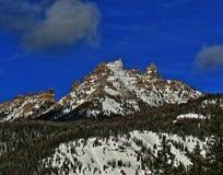 Brecciëpiek en Klippen op Togwotee-Pas tussen Dubois en Jackson in Wyoming de V.S. i stock foto