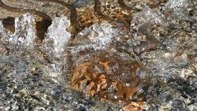Brecha del sistema de abastecimiento del agua Portilla de la alcantarilla almacen de video