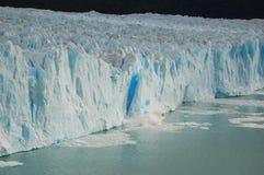Brechen des Eises Stockbild