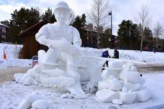 Breckenridge, Κολοράντο, ΗΠΑ: Στις 28 Ιανουαρίου 2018: Γλυπτό χιονιού σύλληψης και απελευθέρωσης από την ομάδα Breckenridge Στοκ Φωτογραφία