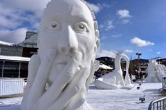Breckenridge, Колорадо, США: 28-ое января 2018: Команда Турция представила: Скульптура снега ` ` заботливая Стоковое Изображение