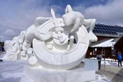 Breckenridge, Колорадо, США: 28-ое января 2018: Конкуренция скульптуры снега 2018 времен командой Монголией Стоковое Фото
