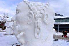Breckenridge, Колорадо, США: 28-ое января 2018: ` Стороны женщины ` и, скульптура снега стороны человека Стоковое Фото