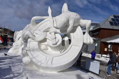 Breckenridge, Колорадо, США: 28-ое января 2018: Чемпионат скульптуры снега времени командой Монголией Стоковое Фото