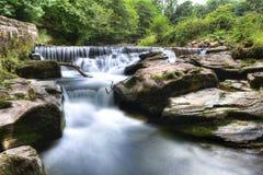 Brecon balise la cascade à écriture ligne par ligne Photographie stock libre de droits