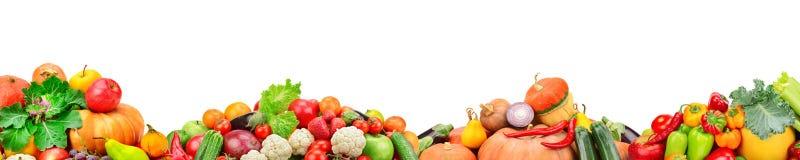Bred collage av nya frukter och grönsaker för den isolerade orienteringen royaltyfria foton