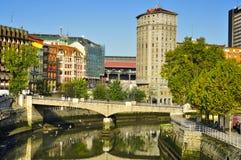 Bred flodmynning av Bilbao, i Bilbao, Spanien Royaltyfri Bild