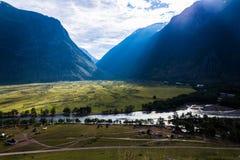 Bred flodmynning Chulcha Arkivfoton