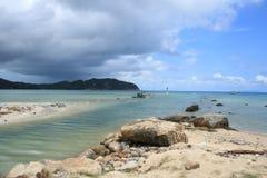 Bred flodmynning på ön Royaltyfri Bild