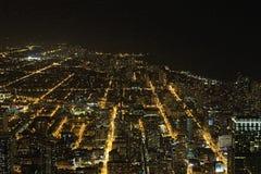 Bred flyg- sikt av Chicago, Illinois på natten Royaltyfria Foton