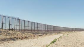 Bred panna av gränsstaketet stock video