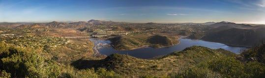 Bred panorama- landskap sjö Hodges Bernardo Mountain San Diego County Royaltyfri Fotografi