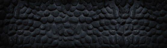 Bred panorama- textur för svartstenvägg - mörk dyster bakgrund fotografering för bildbyråer