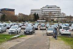 Bred parkering Arkivfoto