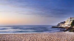 Bred paviljong för havsBondi strand Arkivfoto