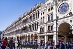Bred sikt av Bibliotecaen Nazionale Marciana i Venedig Royaltyfria Foton