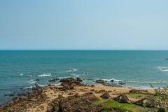 Bred sikt av den förstörda stentrappuppgången med kustbakgrund från synvinkeln, Kailashgiri, Visakhapatnam, Andhra Pradesh, March Arkivfoto