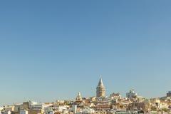 Bred sikt av det Galata tornet Istanbul Arkivfoto