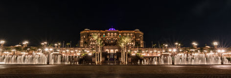 Bred sikt av emiratslotthotellet av Abu Dhabi Arkivfoto