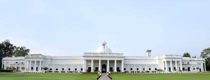 Bred sikt av forntida administrativ byggnad av IIT Roorkee Royaltyfri Fotografi