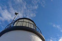 Bred sikt som ser upp på det glass tornet som inhyser första eller Arkivfoton