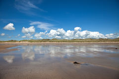 Bred strand Arkivbild