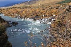 Bred vattenfall i hösten, Island Royaltyfria Foton