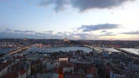 Bred vinkelsikt av Istanbul från det Galata tornet kalkon April 10, 2019 stock video
