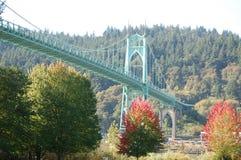 Bred vinkelsikt, bro för St John ` s, Portland, Oregon arkivfoto