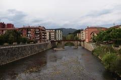 Breda floder till och med byar royaltyfria bilder