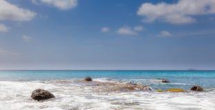 Brede die Hoek van Tropische Oceaan wordt geschoten Stock Afbeelding