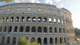 Brede die hoekpanning van colosseum, Rome wordt geschoten stock footage