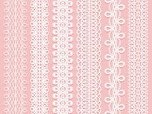 Brede die kantlinten op een roze achtergrond worden geplaatst Stock Foto