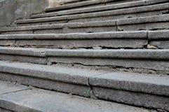 Brede grijze steenstappen stock afbeelding