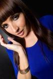 Brede Hoek van het Model van de Vrouw in Blauw Stock Fotografie