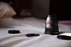 Brede hoeklens op bed Stock Foto's